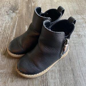 GAP Chelsea Boot